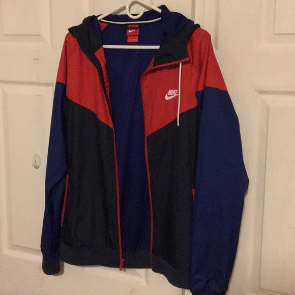 fc47f277e217 Red and Blue Nike Zip-up Windbreaker. M 5ad4a782a6e3eab53426a65d